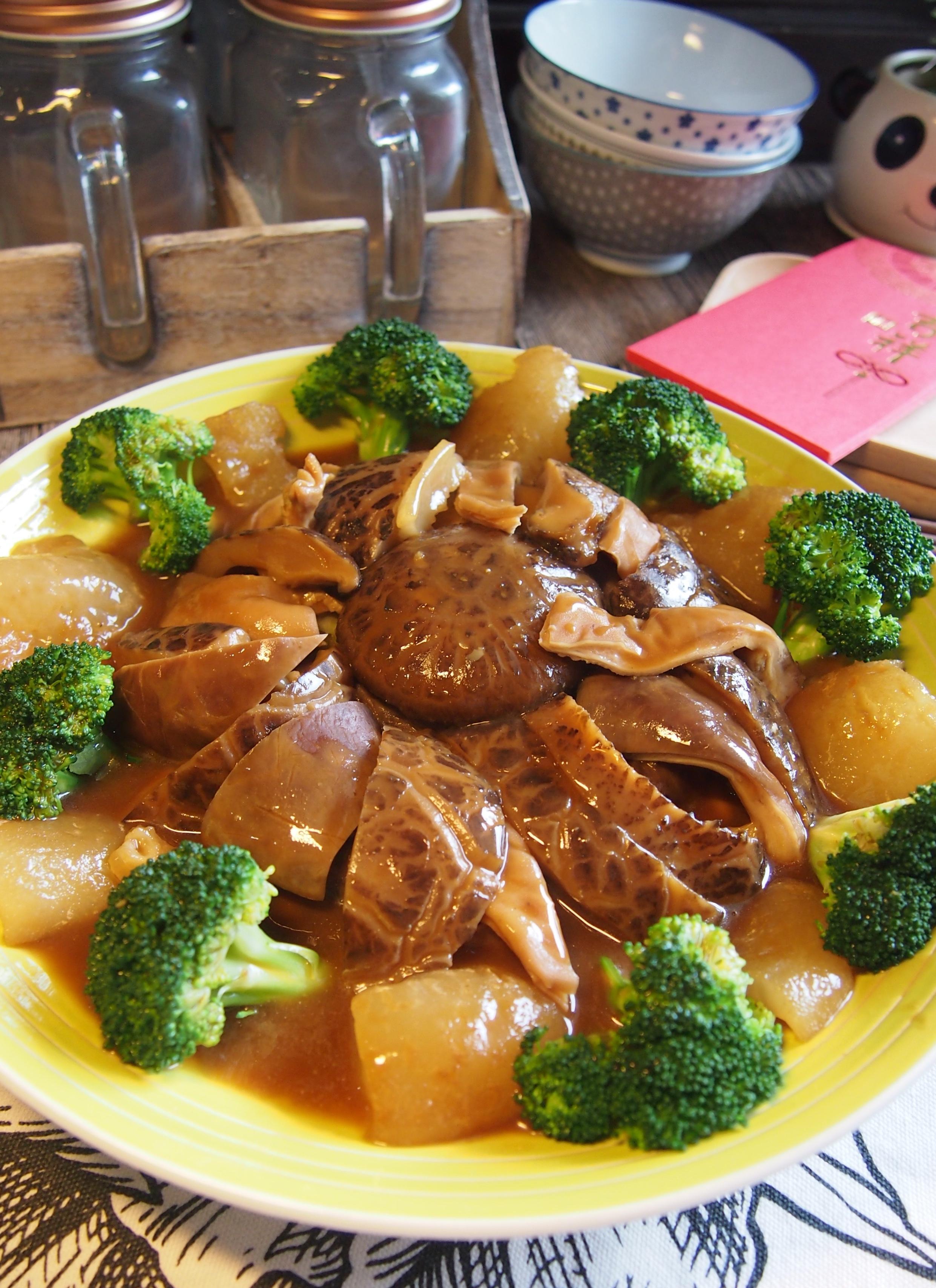 CNY Reunion Dinner Recipe: Braised Pig's Stomach w/ Mushrooms & Sea Cucumber 蘑菇海参焖猪肚