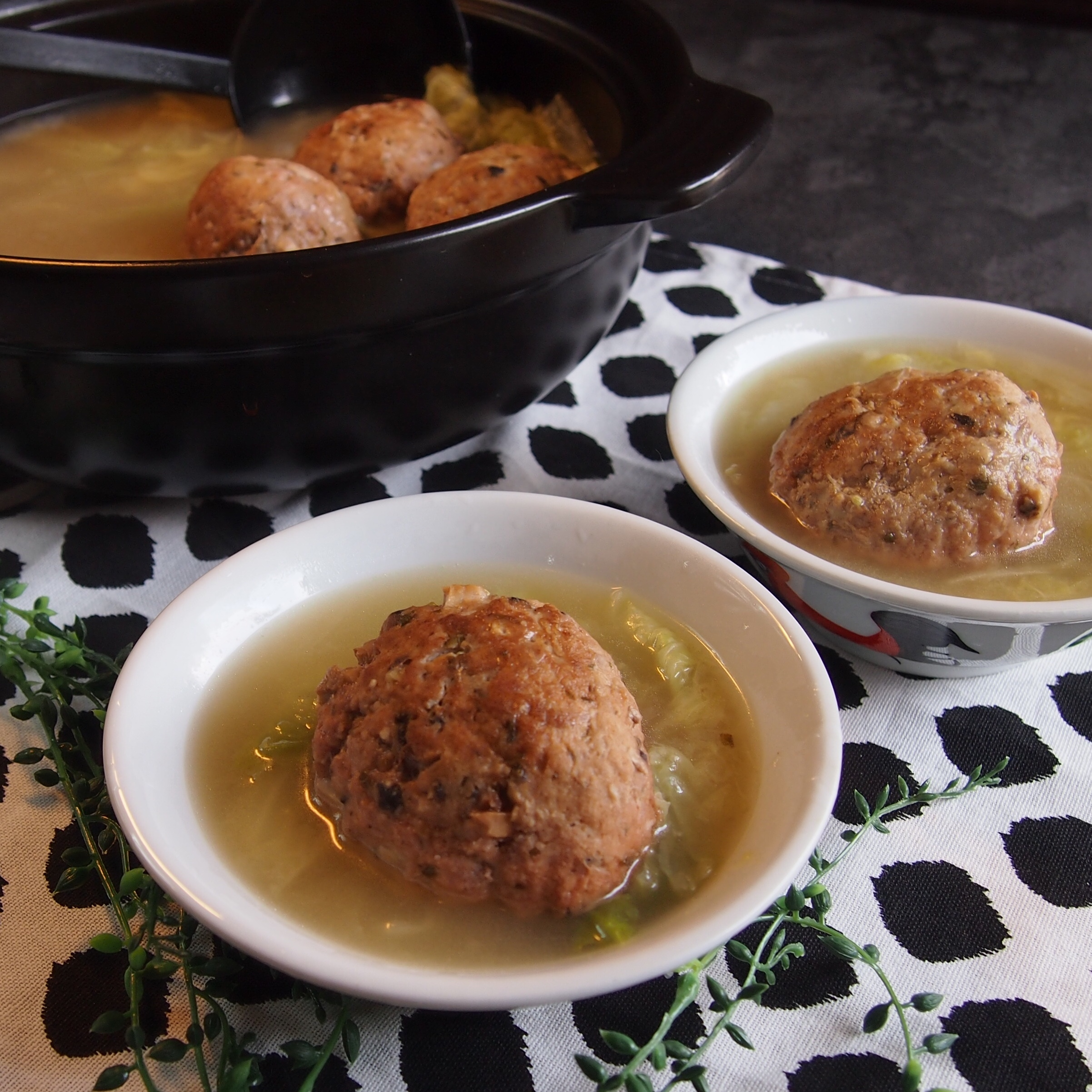Super Yummy & Easy Recipe: Meatballs w/ Cabbage Soup 白菜狮子头汤
