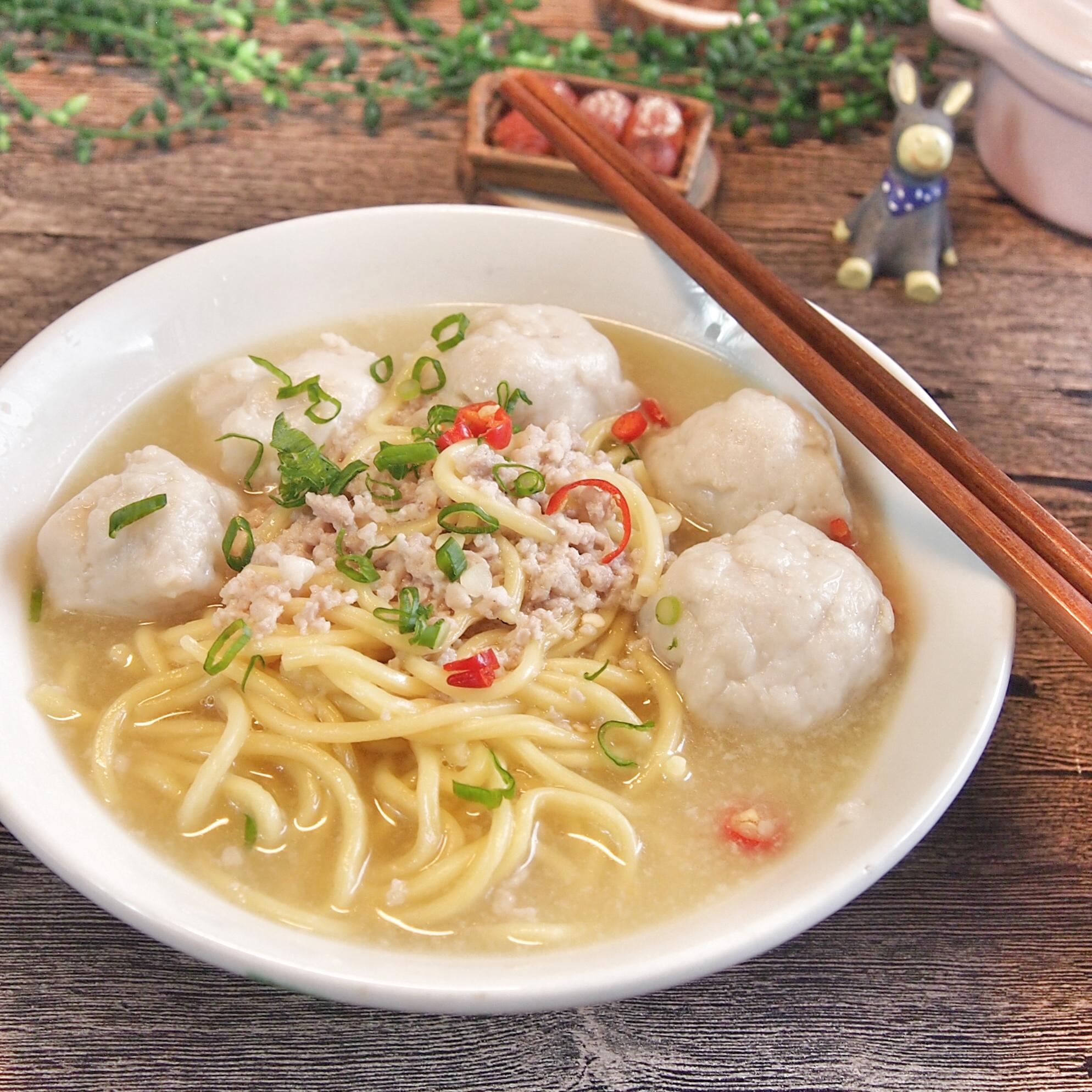 Singapore's Favourite Teochew Fishball Noodle Soup 潮州鱼圆面汤
