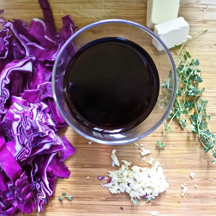 chopped red cabbage, minced garlic, thyme, butter and red wine