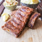 Pork ribs with mashed potatoes, coleslaw and lemon