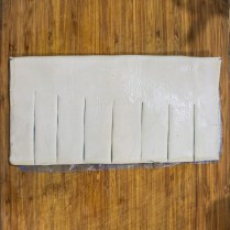 Using a sharp knife make 2 in (5cm) deep slits into the outer edges. These slits should be 1 in (2cm) apart.