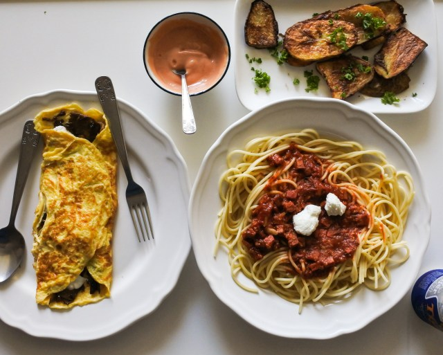 Omelette, pasta with Chorizo sauce, roasted potatoes and fry sauce