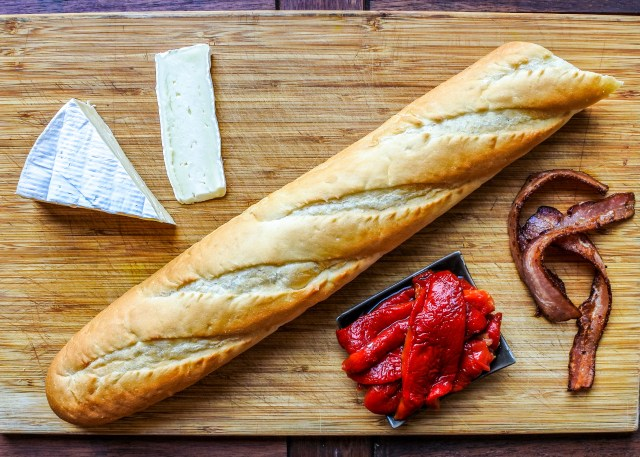 Balsamic-Roasted-Red-Pepper-Sandwich-with-Brie-and-Bacon-5_edited