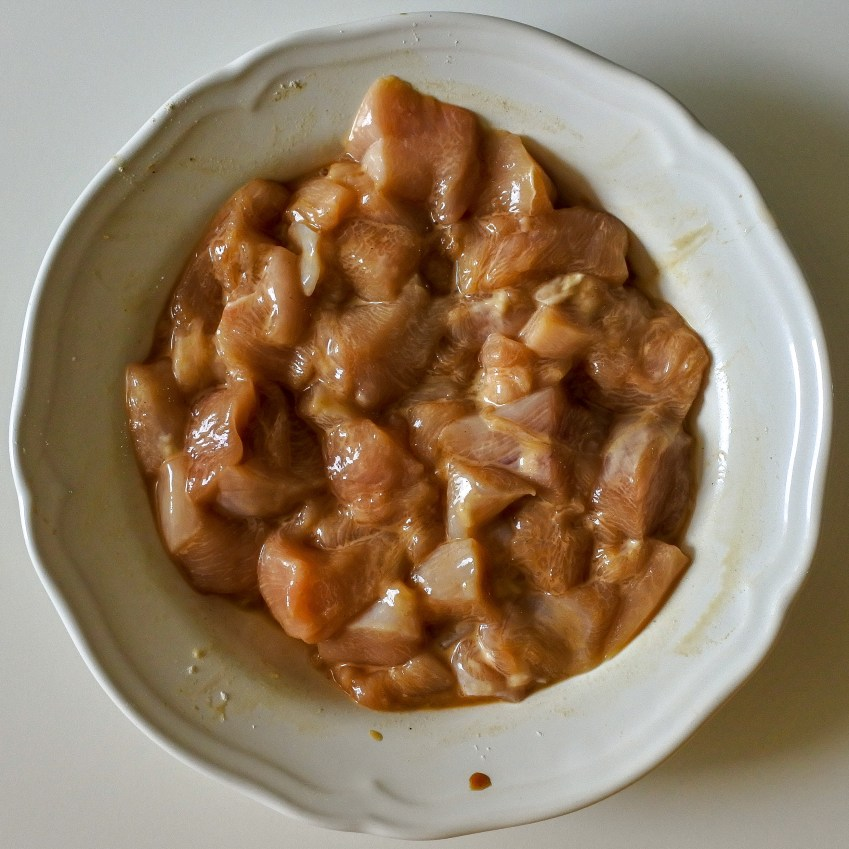 Marinate chicken in ground white pepper, salt, soy sauce, Chinese cooking wine and cornstarch. Let marinate for 30 mins.
