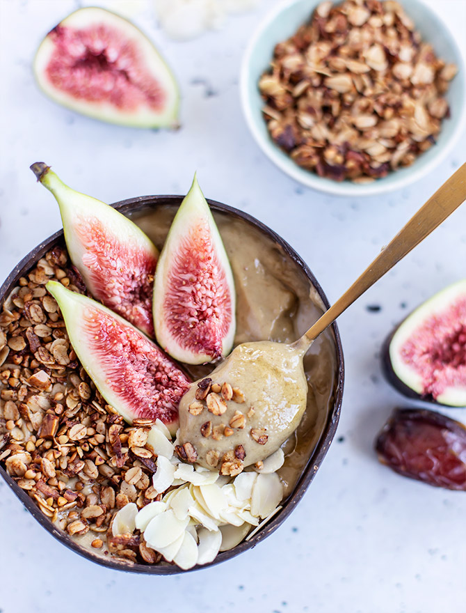 Sticky Date Smoothie Bowl