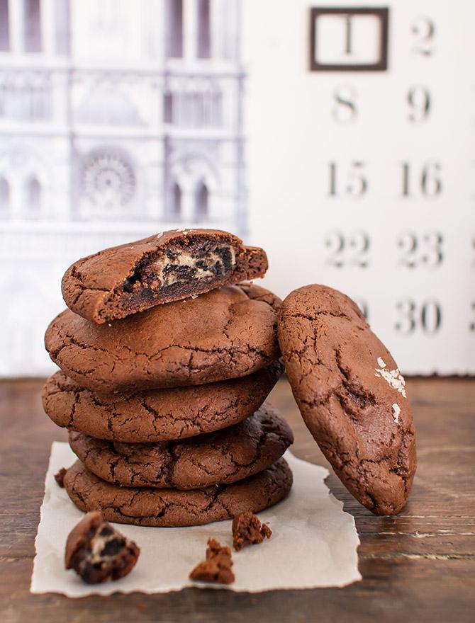Cookies and Cream Cheesecake Stuffed Cookies