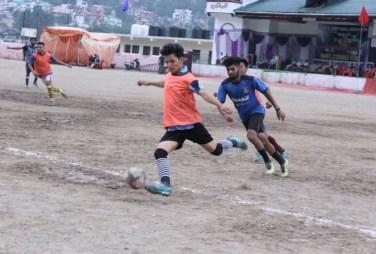 पांडे स्मृति फुटबाल प्रतियोगिता: वुड ब्रिज भवाली और लेक्स भीमताल जीते -  Nainital News