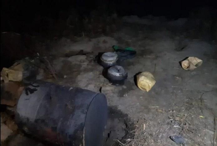 घटनास्थल पर शराब बनाने का सामान