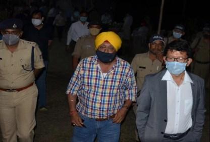 मारपीट की घटना के बाद अधिकारी