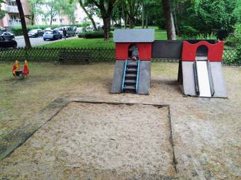 Direkt am Niddapark neben dem Friedhof liegt der kleine Spielplatz