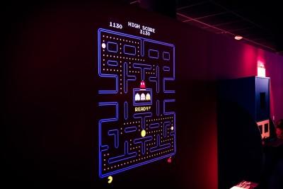 Den første delen av utstillingen har også et MAME-emulert system der man blant annet kan spille Pac-Man på veggen.