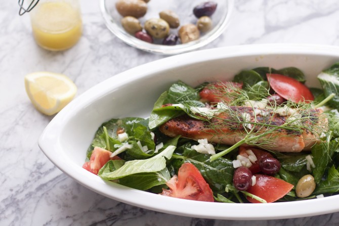 Easy Fast Dinner Recipes: Salmon Greek Salad from Spinach Tiger