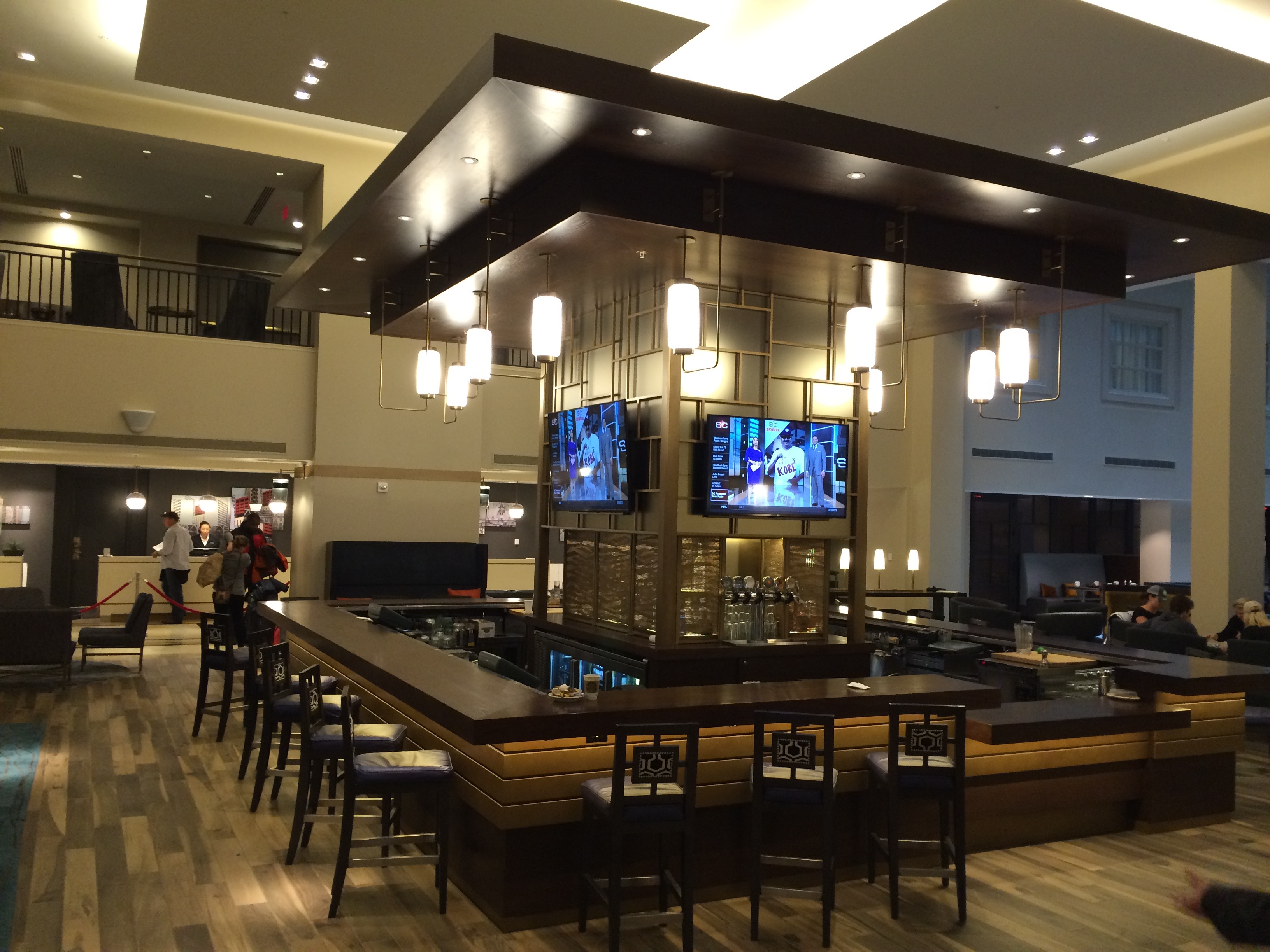 Lobby Bar in St. Louis Grand Marriott by Spinach Tiger