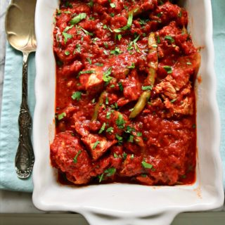Slow Cooked Pork Chops with Tomato Sauce