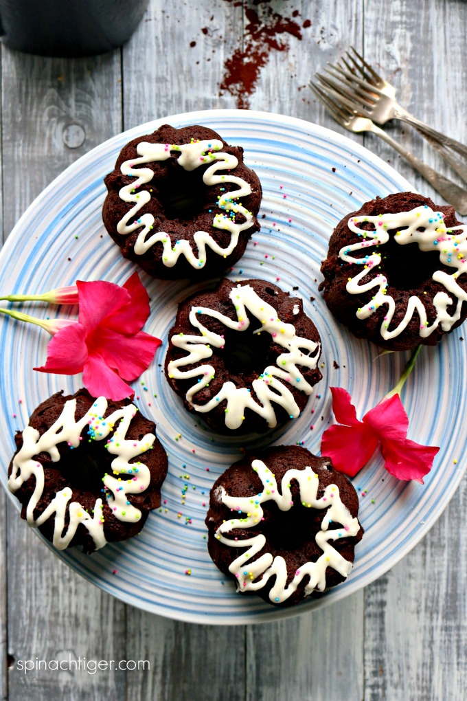 Keto Chocolate Bundt Cakes from Spinach Tiger
