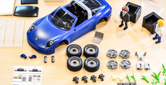 PLAYMOBIL Porsche 911 Targa 4S:  Assembly in Stop Motion