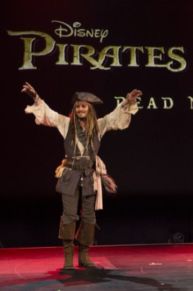 """D23 Expo 2015: Javier Bardem und Orlando Bloom in Disney's """"Pirates of The Caribbean 5 – Dead Man Tell No Tales"""""""