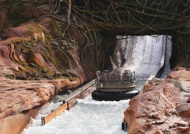 "Die Attraktion ""Roaring Rapids"" in Shanghai Disneyland"