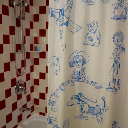 disney-china-trip-toy-story-hotel-bath