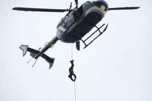 disneyland-paris-marvel-sommer-eroeffnung-helicopter