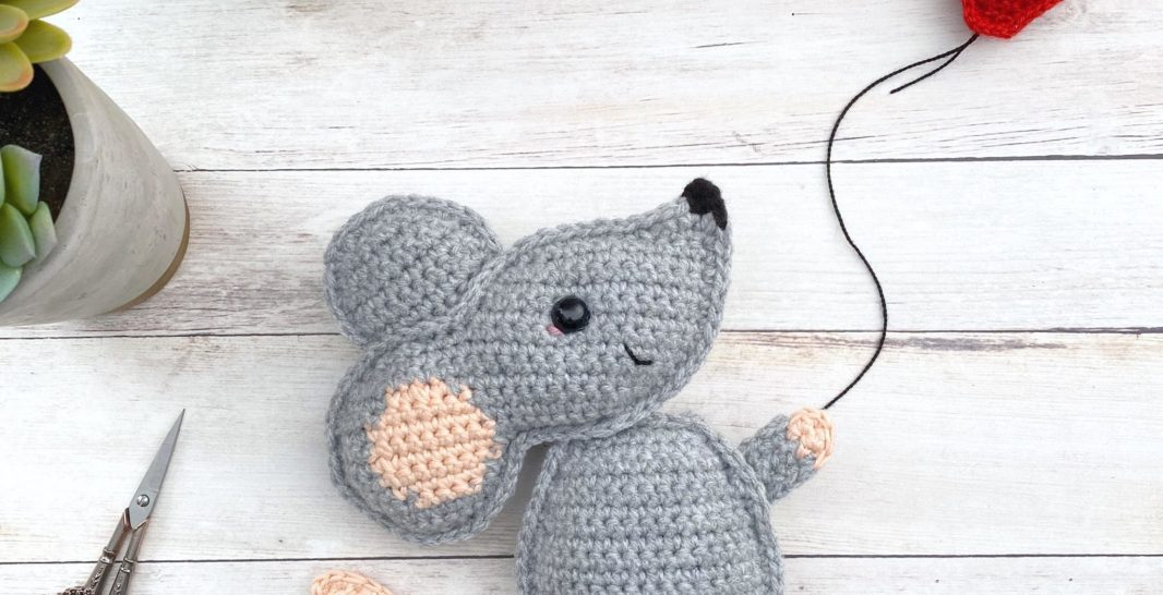 Amigurumi Cute Mouse Free Crochet Pattern - Amigurumi Free Patterns | 546x1066