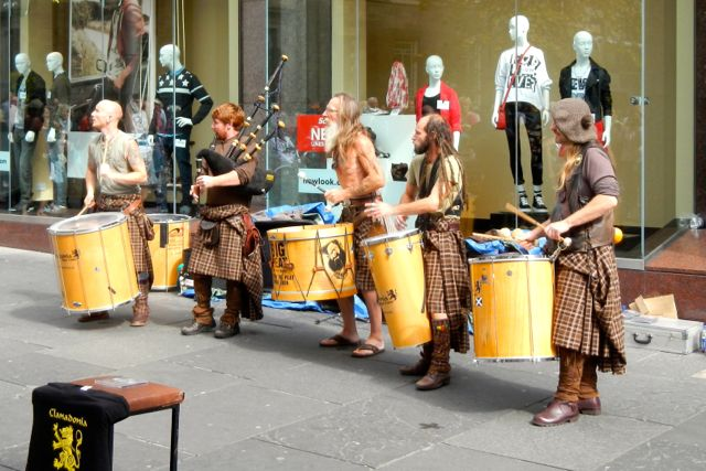the street entertainment