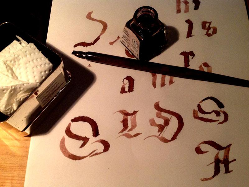 Schreiben mit der Tinte der Schlehen