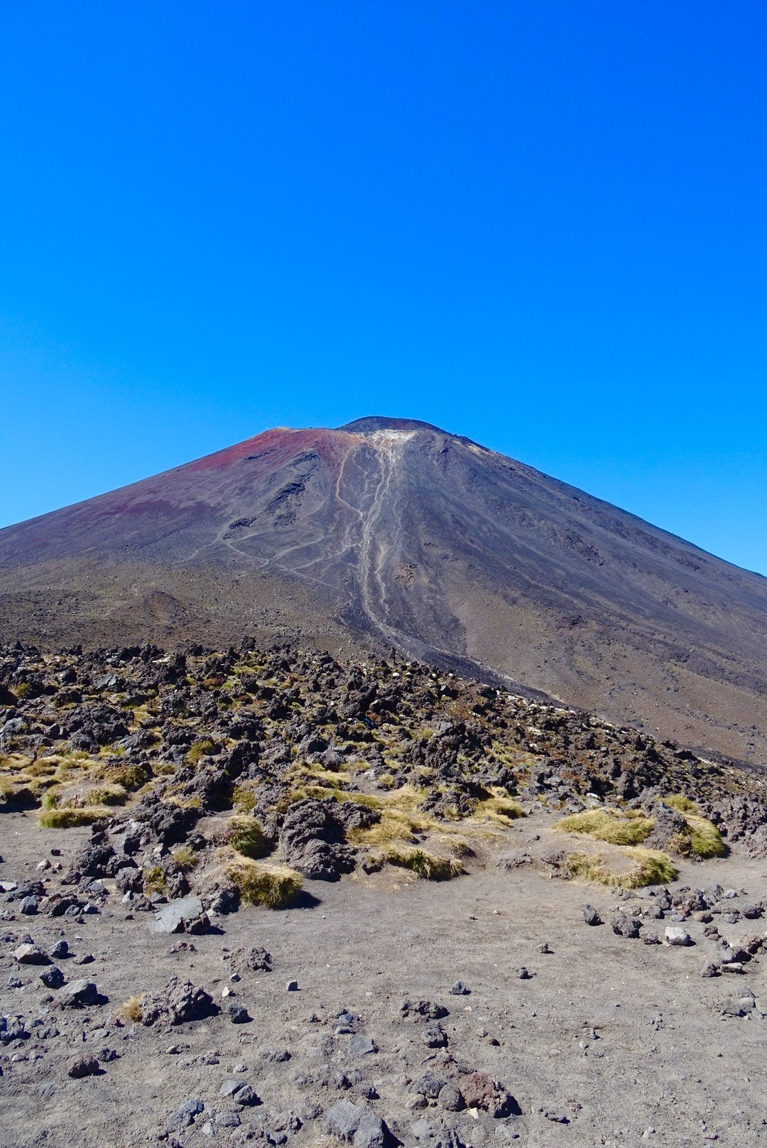 Hiking New Zealand's Tongariro Alpine Crossing - spinthewindrose.com