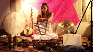 gongs, tambours chamaniques, tubalophones, bols tibétains, bols de cristal, cloche