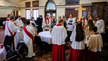 Pre-service prayer Image: Gary Allman