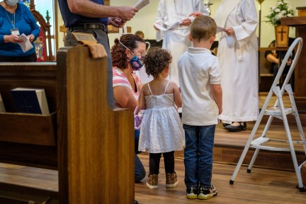 The light of Christ. Baptisms at St. James Episcopal Church, Springfield, Missouri. Image credit: Gary Allman