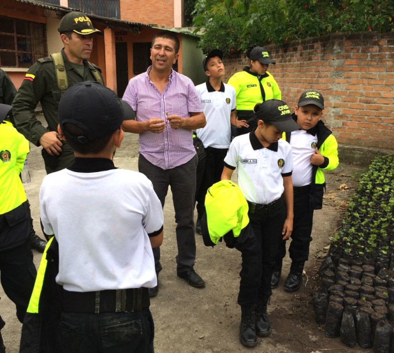 An agricultural teacher introduces alternative crop cultivation (coffee) to the Nariño Police Commander