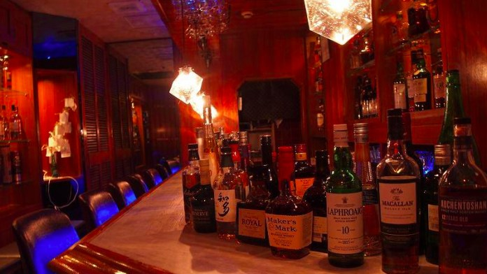 Come Alone: Hitori, A Tokyo Bar For Solo Drinkers Only