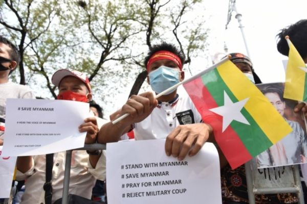 Crowd in Thailand protest to United Nations to stop coup