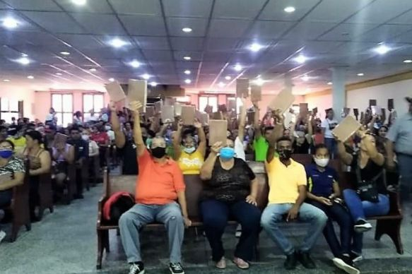 Venezuelans elated to receive a new Bible