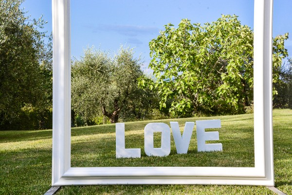 giant frames in Tuscany weddings