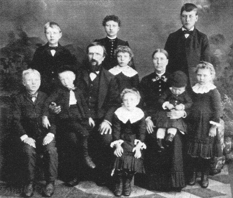 Halvor Stemson Family 1887