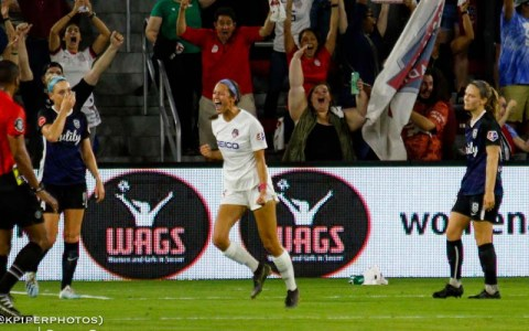 Hatch celebrates a goal against the Reign
