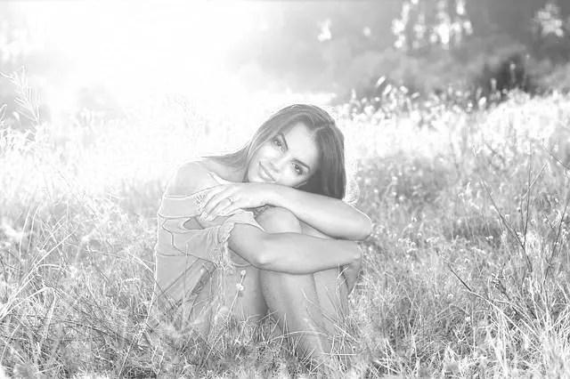 笑顔の女性 夕日 光 ライトワーカー