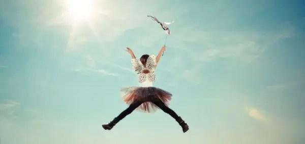 妖精 女の子 天 ジャンプ 光 空 太陽 幸せ 浄化 平和