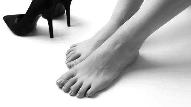足 脚 靴 パンプス 裸足