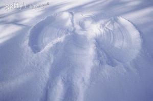 éveil ange tracé dans la neige