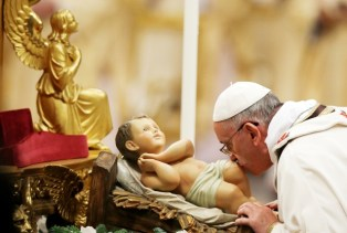 pope kissing an image