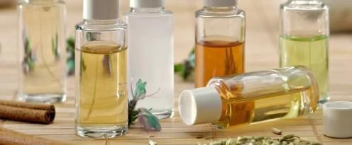 Bouteilles d'huiles essentielles