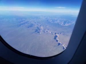 機内の窓からの風景