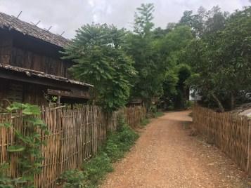 首長族の村の風景