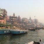 バラナシの風景をボートから
