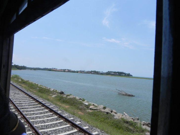 スリランカ鉄道の車窓