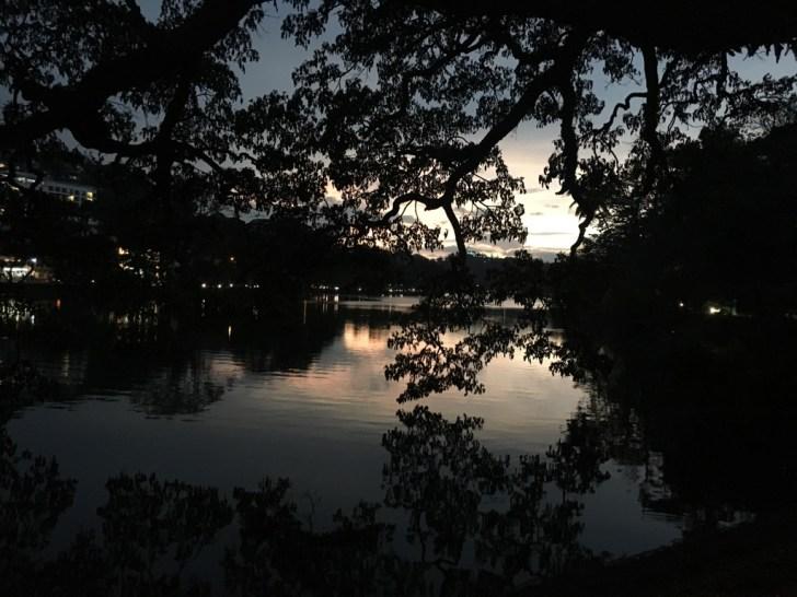 夕暮れのキャンディ湖